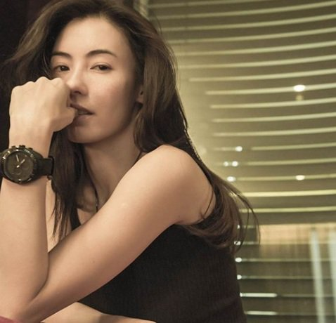 香港女星張柏芝被譽為「一代玉女掌門人」,雖然已經37歲,還已經當媽,依舊美麗動人,張柏芝今天在IG貼出的素顏照,證明她還是女神,粉絲狂讚「素顏能這麼美的女人已經找不到了」、「美到飛起來」以及「皮膚也...