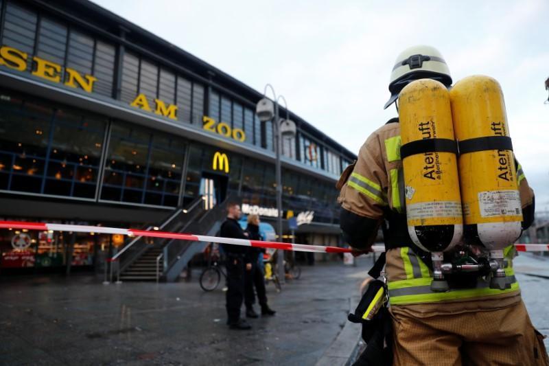 柏林警消目前已封鎖當地且正查明濃煙發生原因。路透