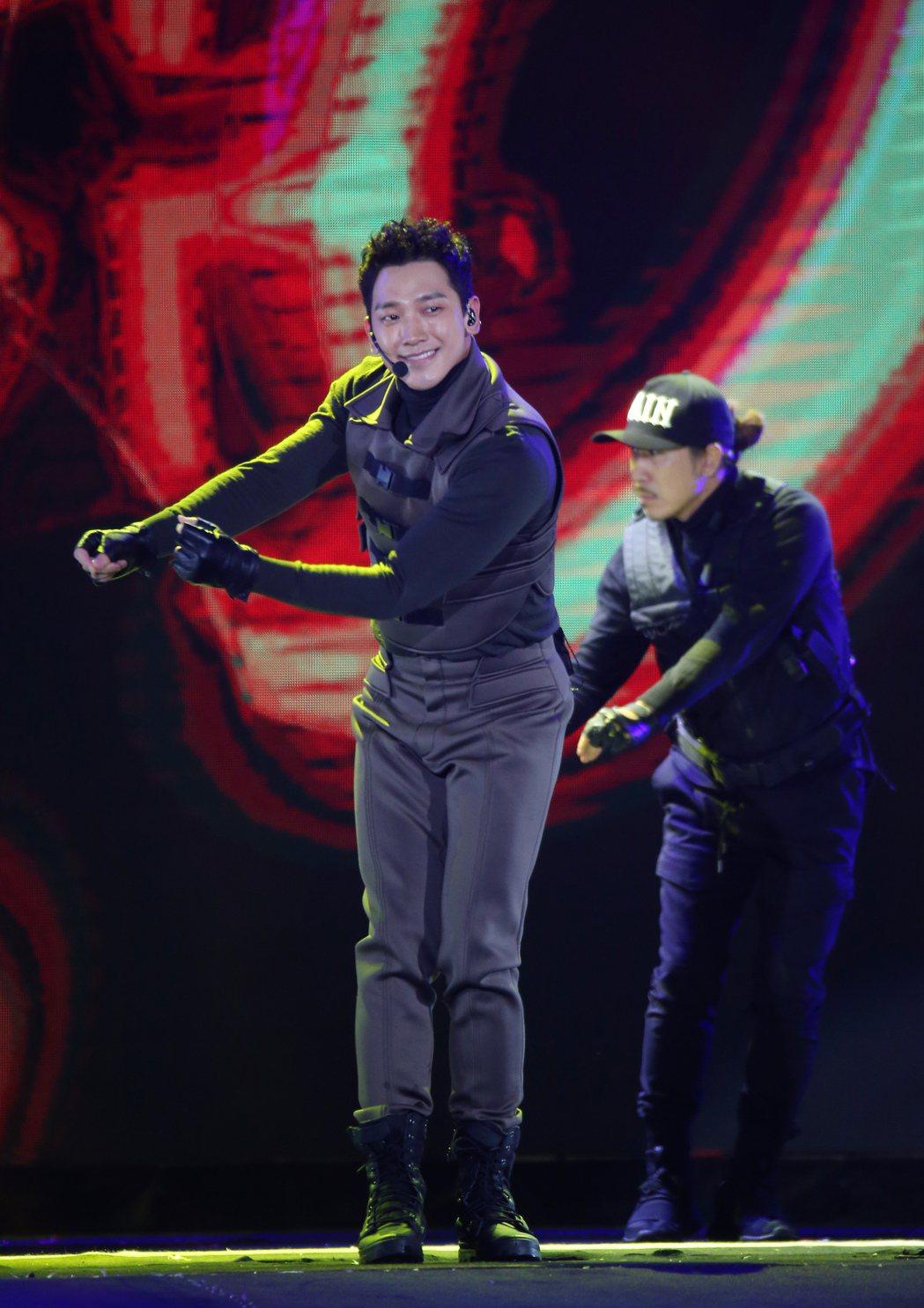 2018台北跨年晚會在台北市政府前舉行,韓流天王Rain來台開唱,粉絲瘋狂尖叫。...