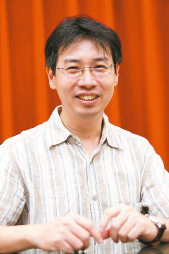 徐國能,出生於台北市。曾獲多項文學獎,近年研究古典詩學,出版散文集《第九味》、《...