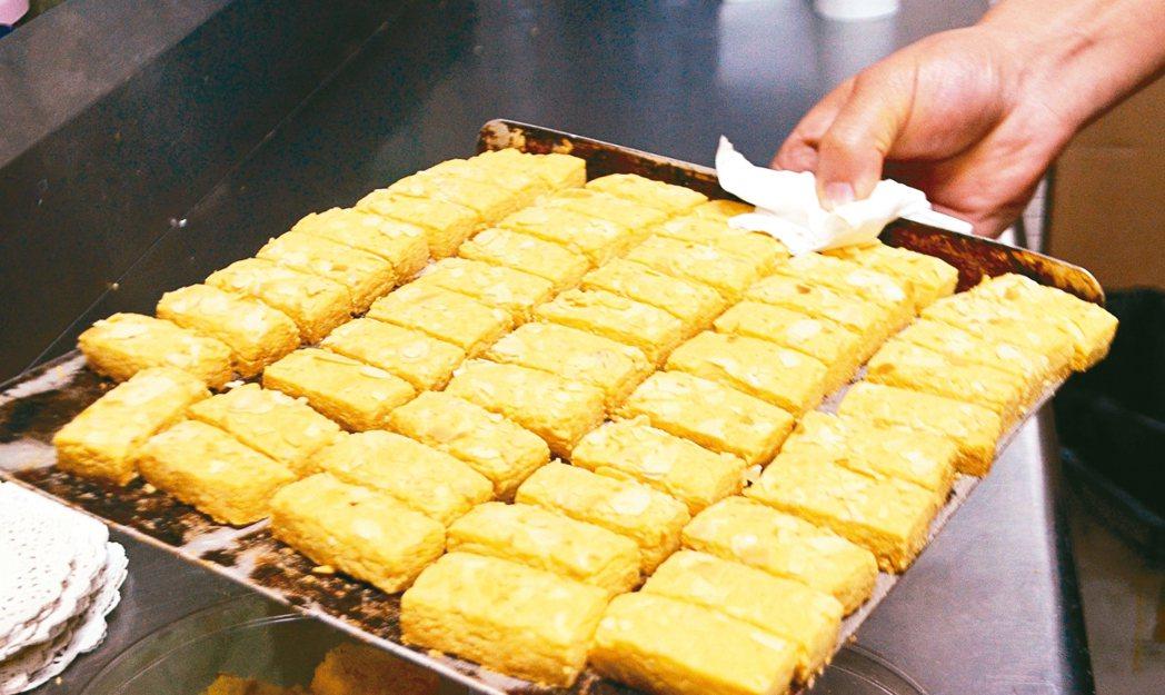 金燕西洋牛油糕葡式食品的糕點都是手工製作。 記者魏妤庭/攝影