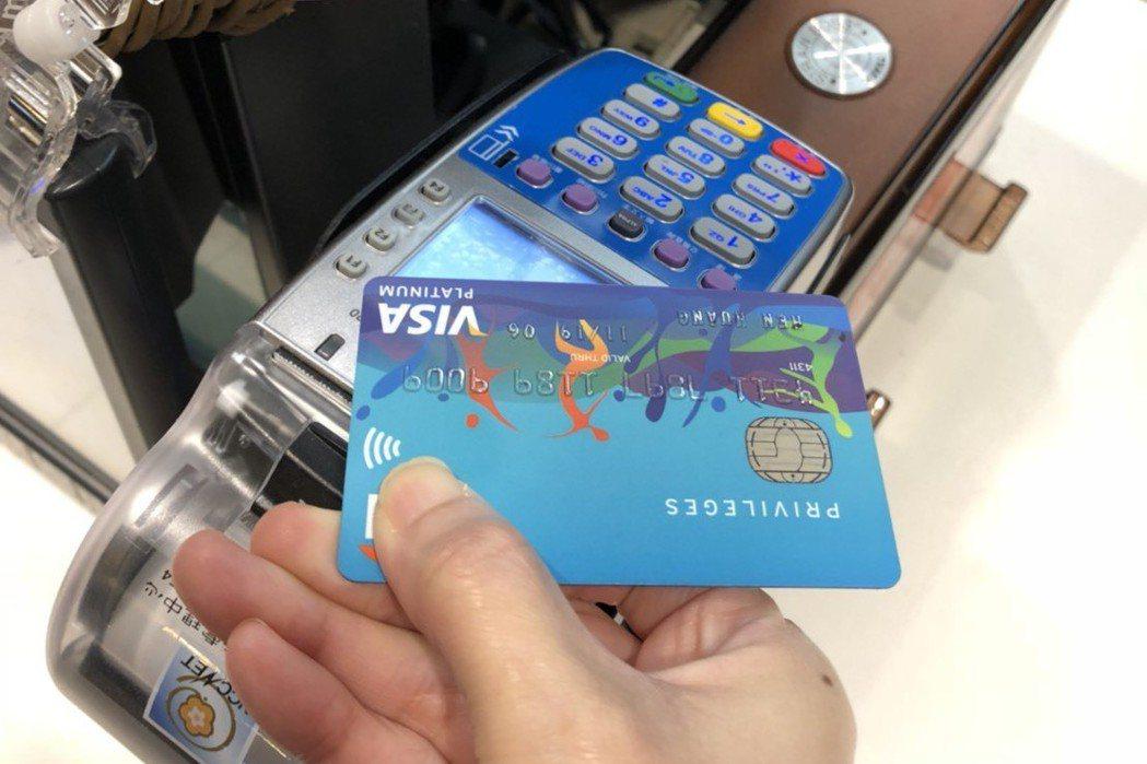 容易發生洗錢情況的高變現商品,將被銀行注意列管,例如手機、菸酒等。 圖/麥當勞提...