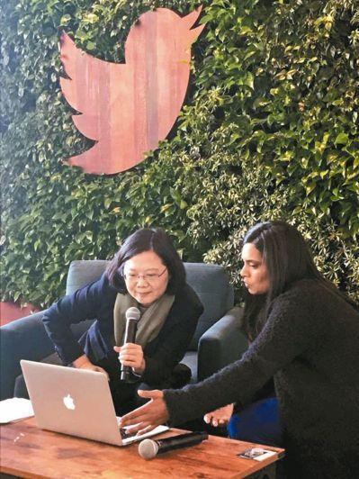 去年總統蔡英文(左)出訪中美洲進行「英捷專案」,在回程過境舊金山時,拜訪推特總部...
