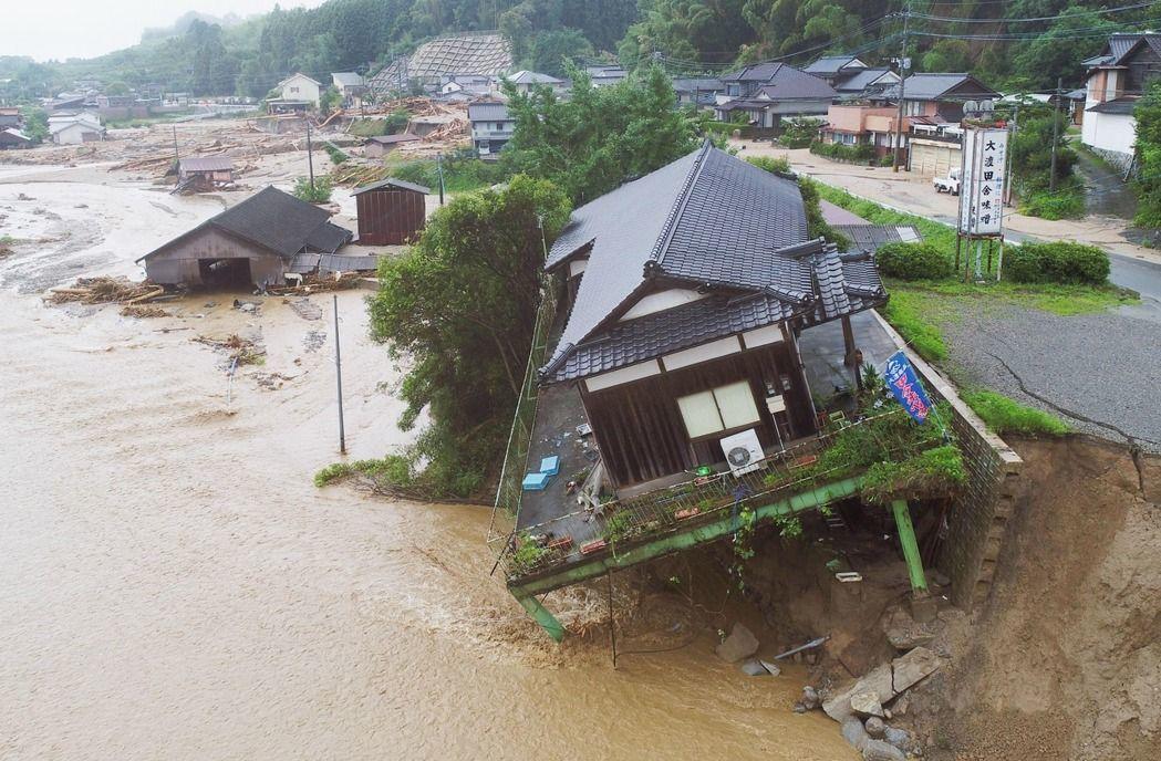去年7月,日本九州地區受到連日豪雨侵襲成災。 (美聯社)