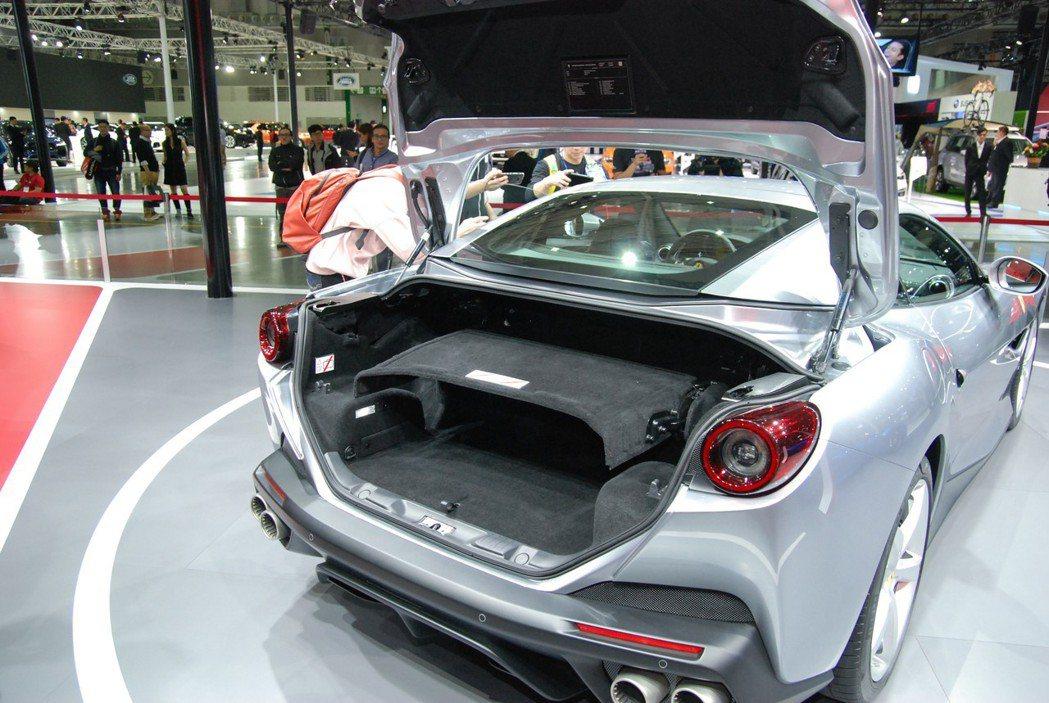 四座GT跑車的實用性也能提供一般日常駕駛。 記者林鼎智/攝影