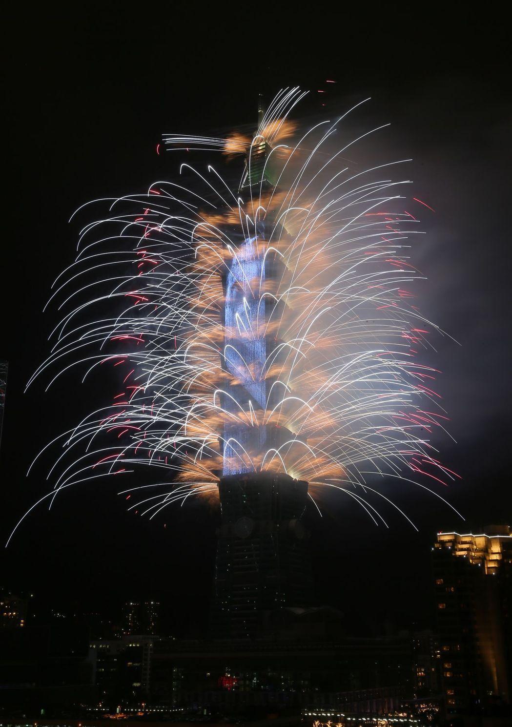 台北101第14跨年煙火。報系資料照片/記者許正宏攝影