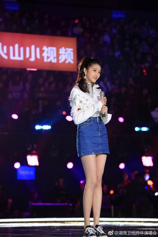 關曉彤被質疑在跨年晚會假唱。圖/摘自微博