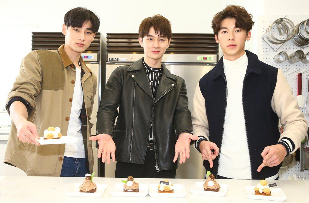 「我的男孩」張軒睿(中)、許光漢(右)、章廣辰(左)做甜點。記者曾學仁/攝影