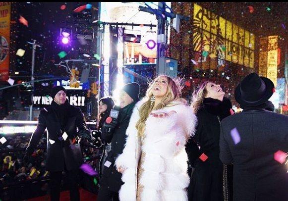 瑪麗亞凱莉在instagram上祝福粉絲新年快樂。圖/摘自IG