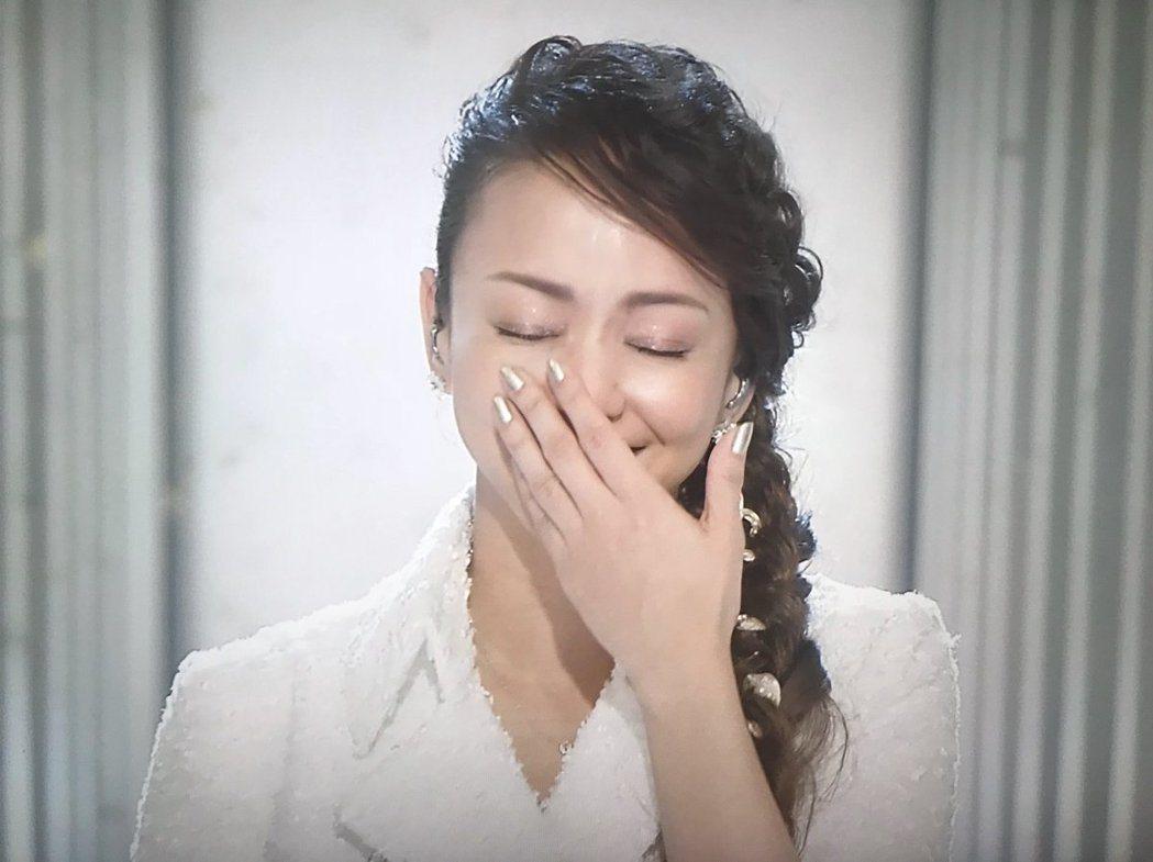 安室唱完忍不住激動落淚。圖/摘自NHK