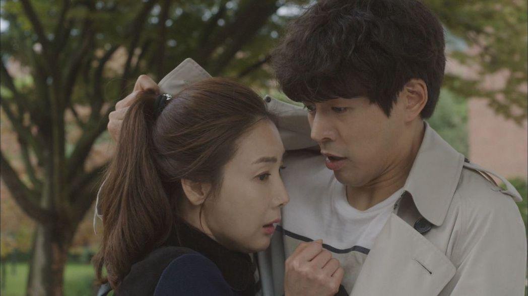 崔智友(左)與李相侖演出「第二次20歲」, 2人戲裡有段曖昧情愫。圖/台視提供