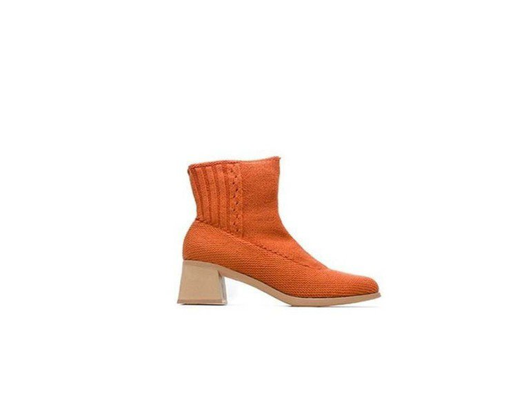 Karolina系列橘色高跟編織靴,11,780元(女款)。圖/Camper提供
