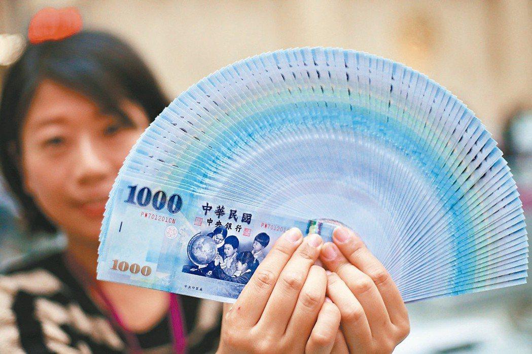 新台幣今日早盤以29.555元兌1美元,升值5分開出。聯合報系資料照片