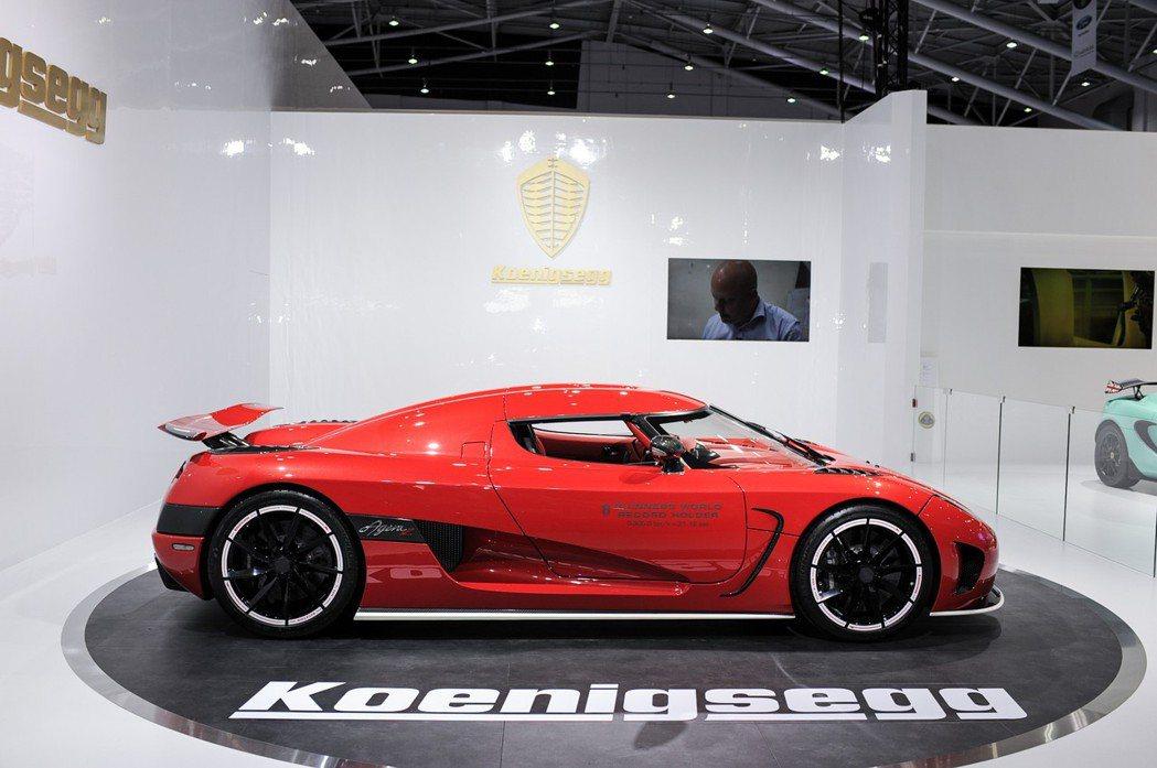 僅生產 18 輛的 Agera R,零百加速 2.8 秒、並擁有0-200 km/h:7.8秒的實力。 記者林鼎智/攝影