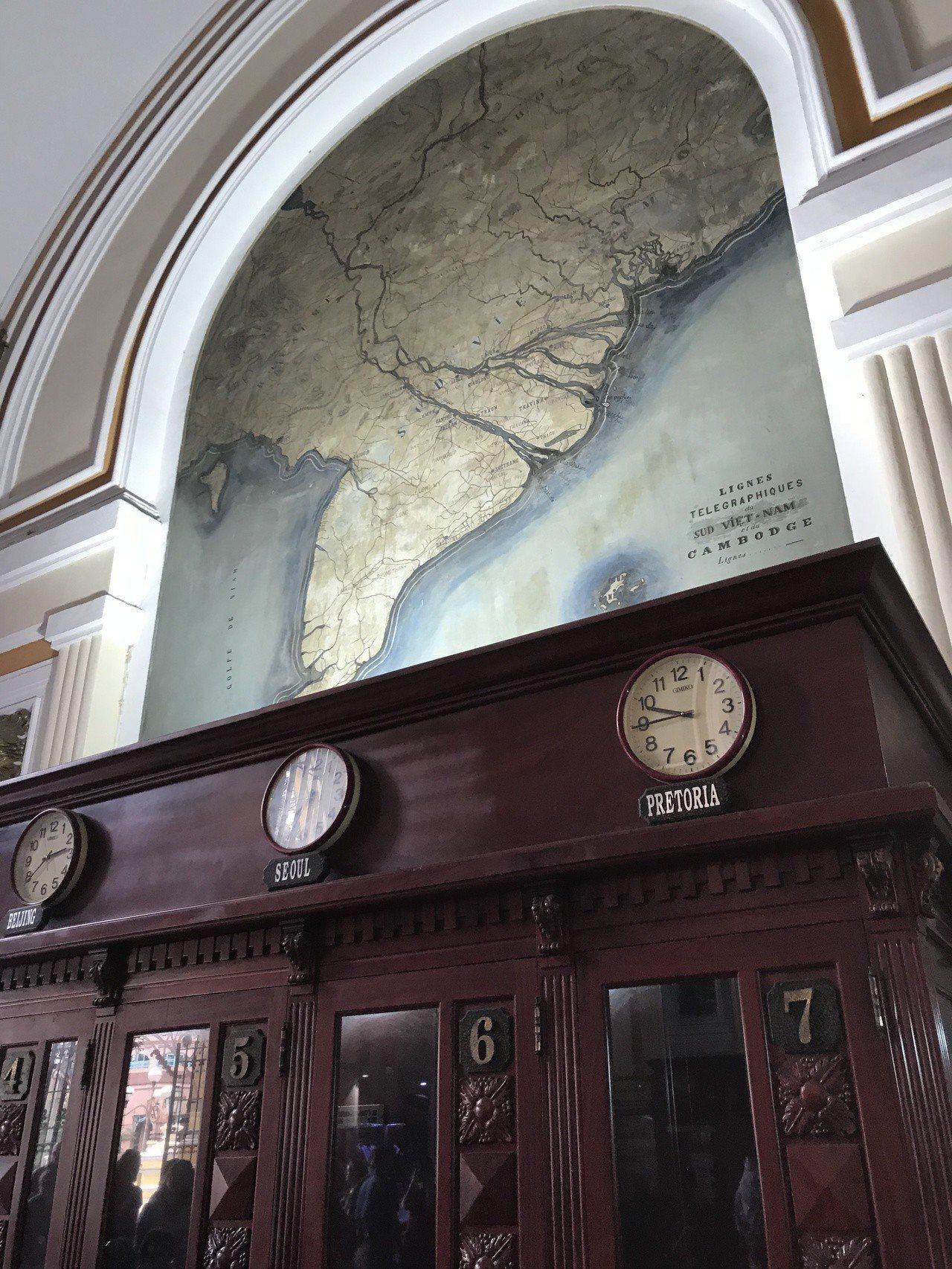 大堂牆上還陳列著越南古地圖,讓遊客可以一窺越南最早呈現在西方人面前的樣貌。 ...
