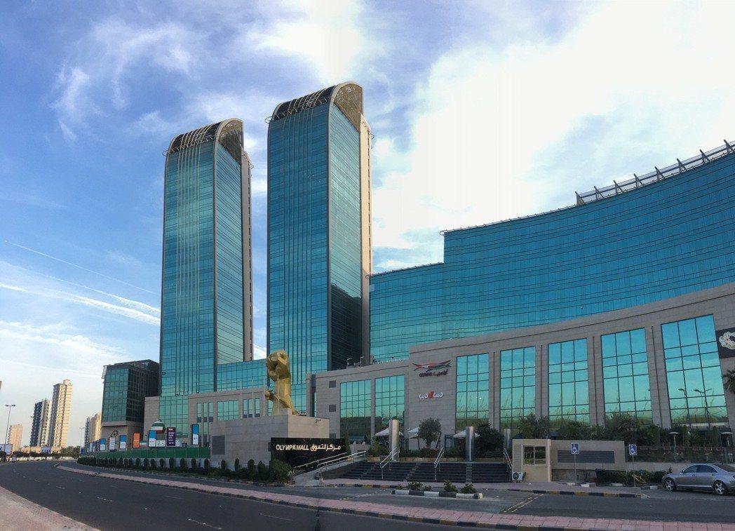 這個亞奧會總部開發案最後落成的結果,卻是兩棟高層辦公大樓和一個名叫「奧林匹亞購物...