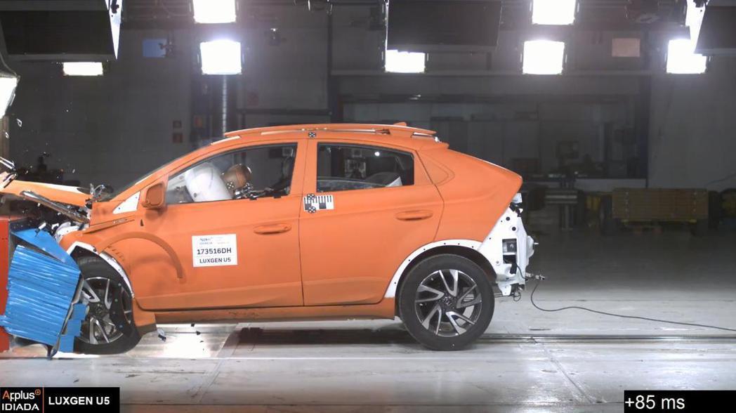 LUXGEN去年9月將U5市售車送往西班牙做碰撞測試,除了撞出好成績,也讓台灣民眾更期待TW-NCAP的設立。 圖/LUXGEN提供
