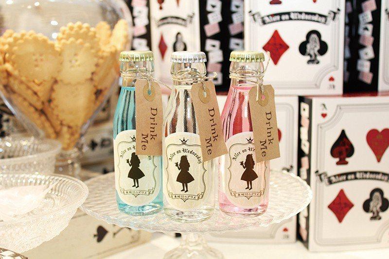 Drink Meミニサイダー (喝我迷你氣泡飲)¥324/瓶/以在《愛麗絲夢遊仙...