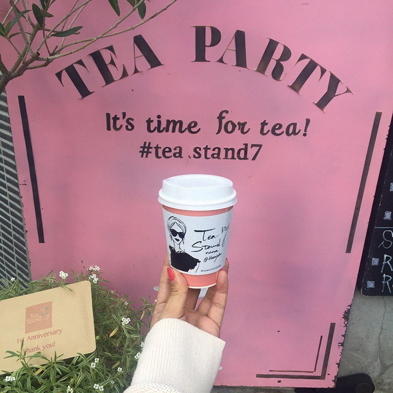 ホットティー(熱紅茶)¥300/請來東京知名瓷器彩繪教室「ELLEJOUR」設計...