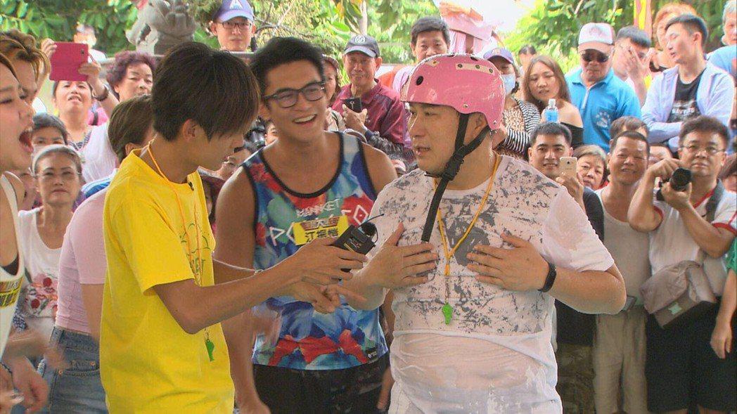 胡瓜主持的「綜藝大集合」每周都穩居收視冠軍。圖/民視提供