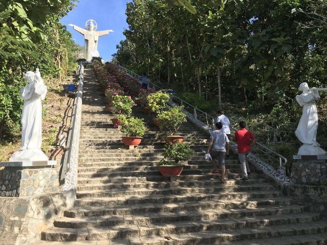 頭頓基督山的基督聖像。 記者黃日暉/攝影