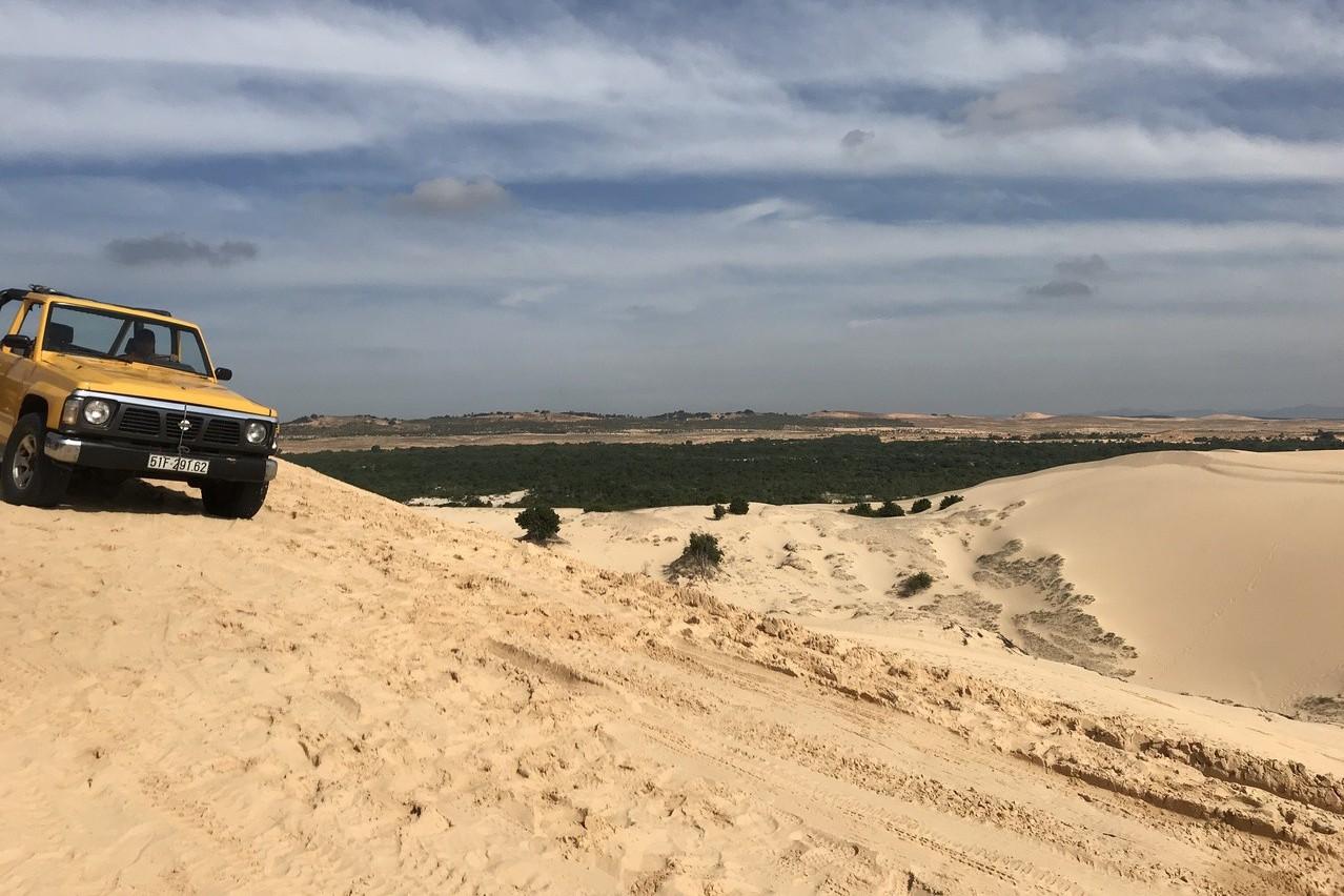 白沙漠是遊客到訪美奈必駐足的景點之一。 記者黃日暉/攝影