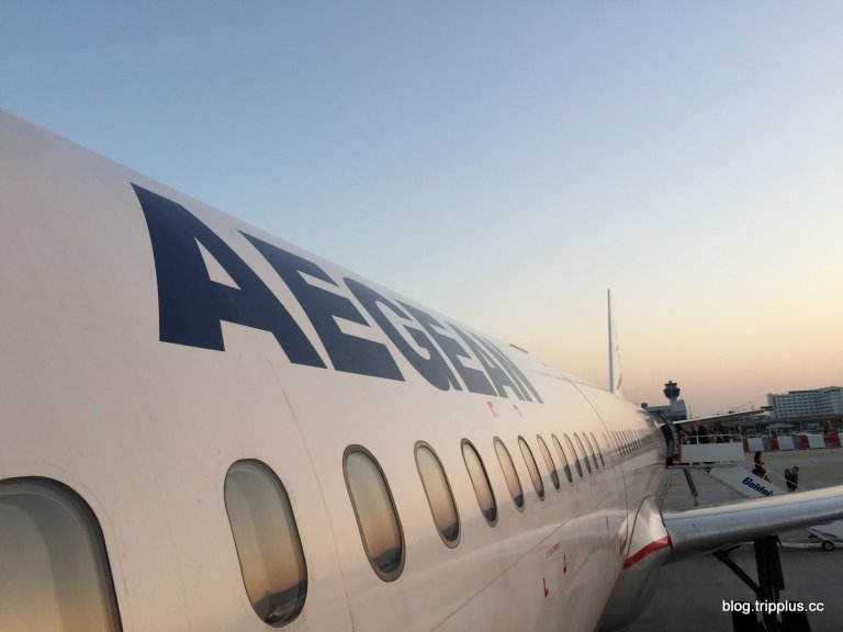 往返雅典與聖托里尼之間,一個小時的航程,不需要執著太高級的艙等。圖文來自於:Tr...