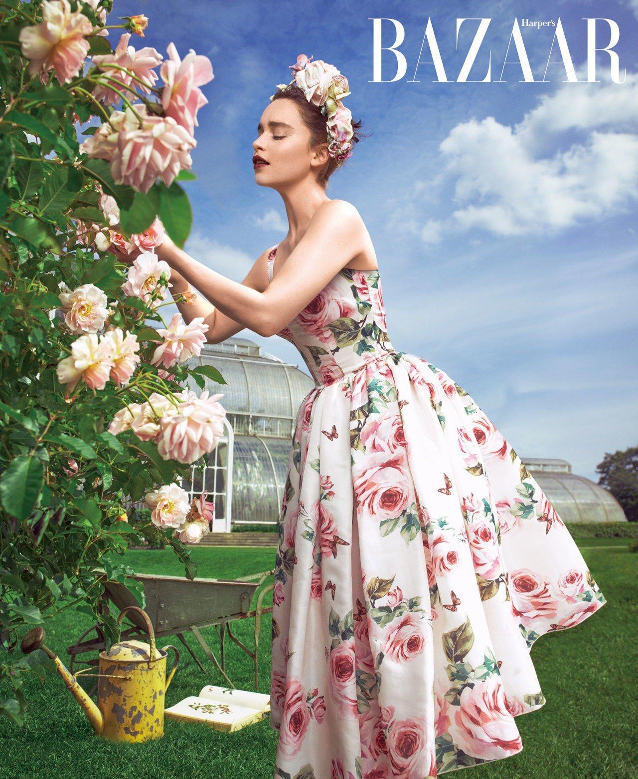洋裝,Dolce & Gabbana;頭飾,Eric Javits