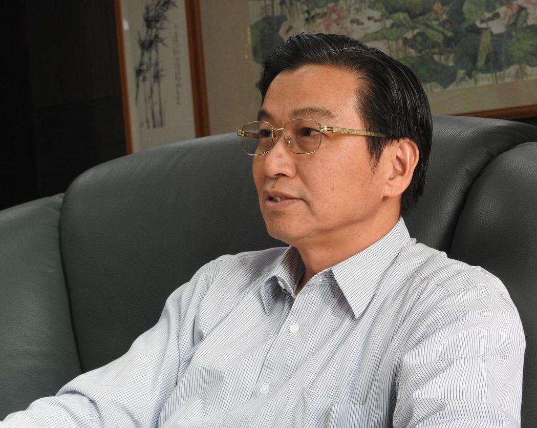 民進黨南投縣長參選人,也是草屯鎮長的洪國浩,針對青年住宅傾向「只租不賣」。記者賴...