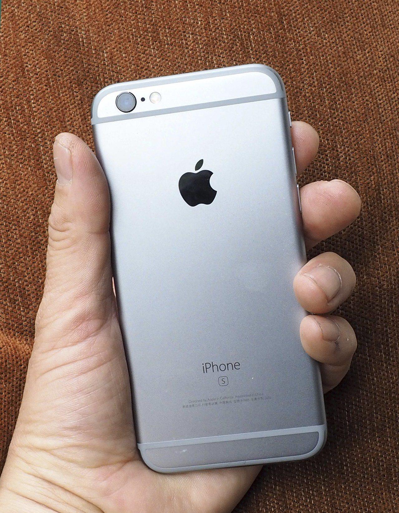 蘋果證實,消費者iPhone6以上機種電池無論檢測結果如何,都可用優惠價更換電池...