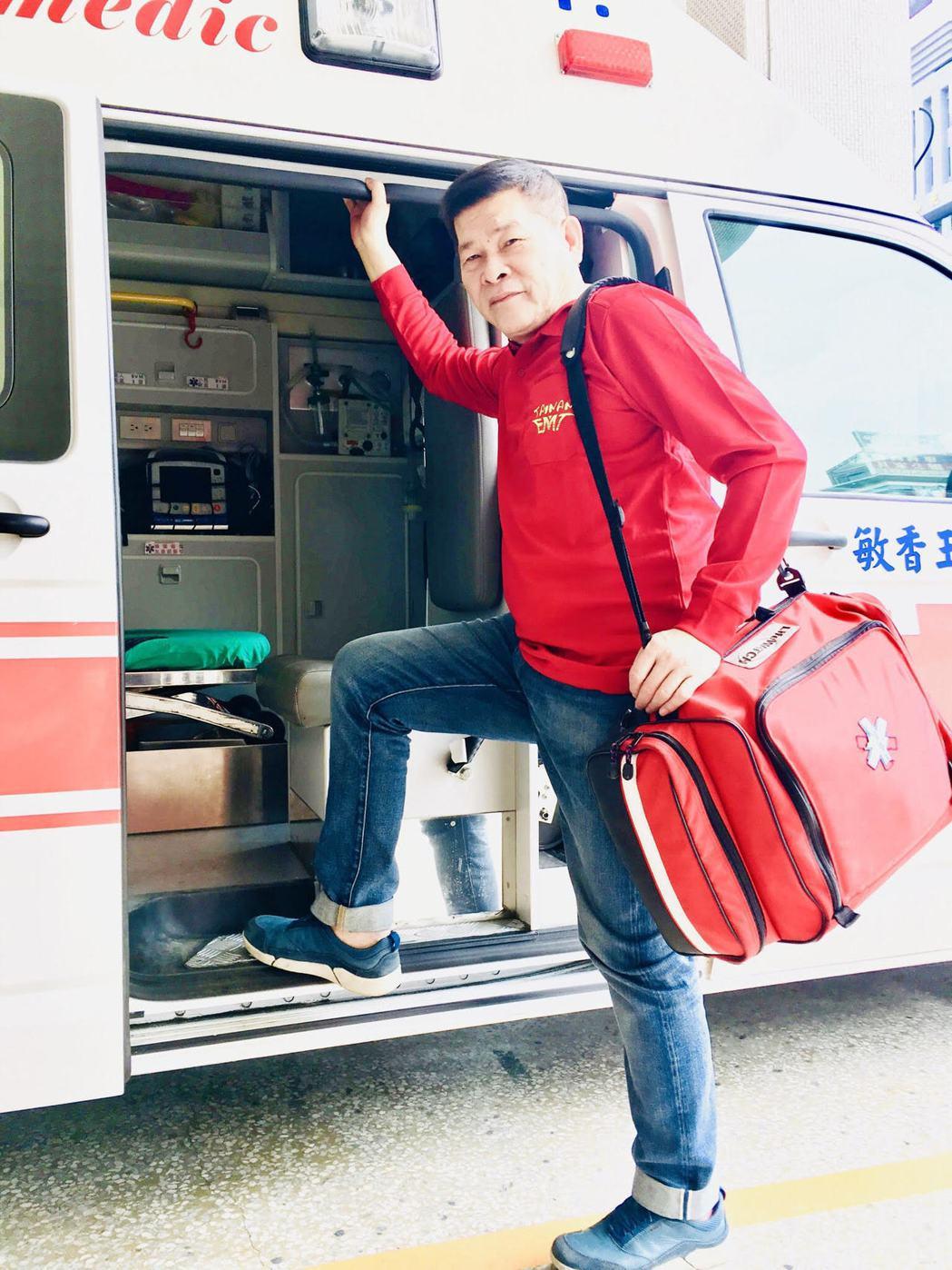 澎恰恰體驗消防工作。圖/翰森娛樂