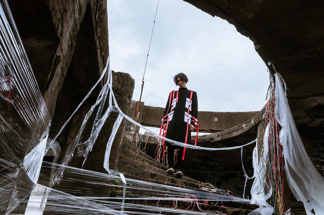 黃少谷MV在十幾層高樓廢墟拍攝。圖/喜歡唱片提供