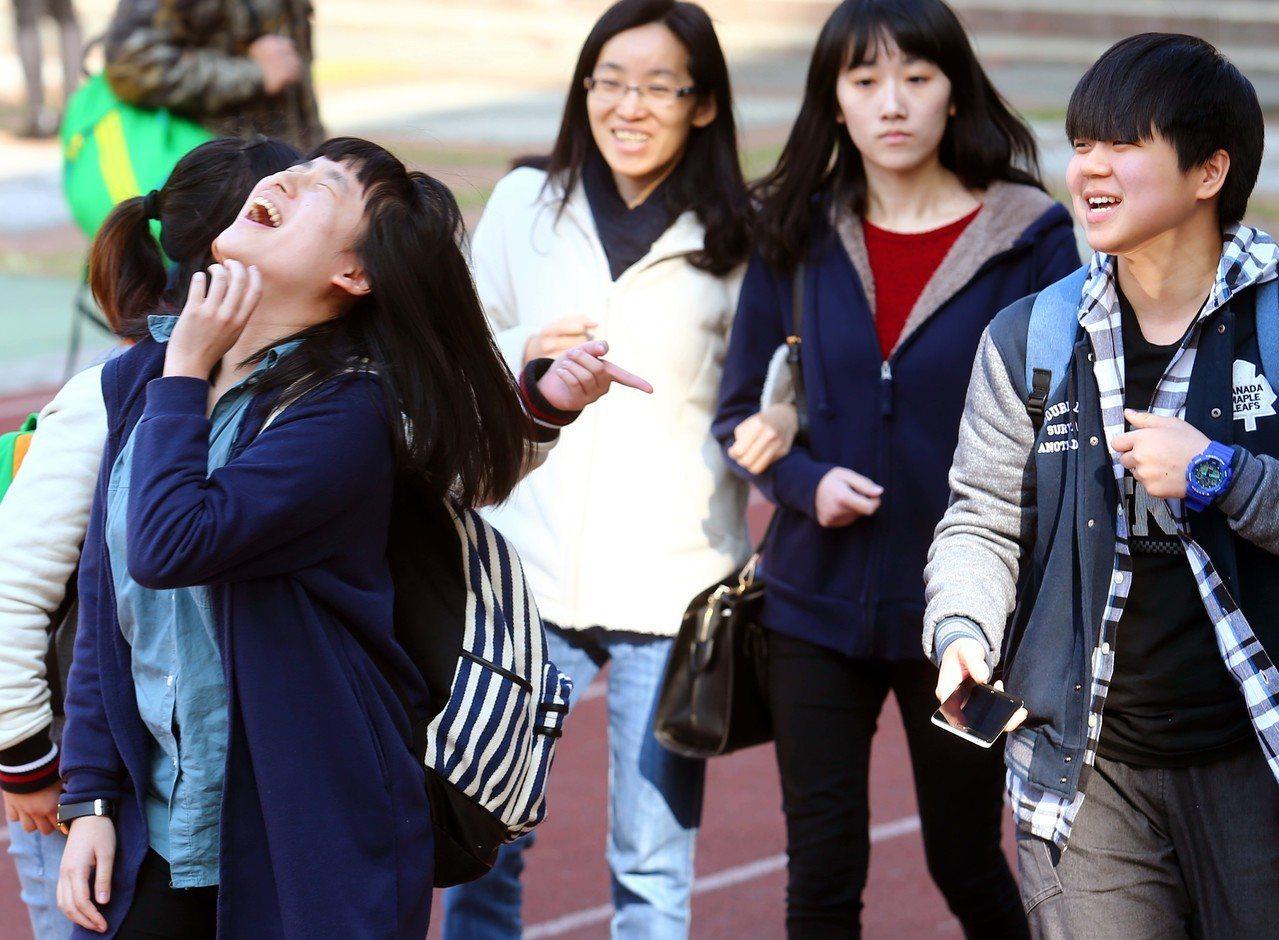 108學年起繁星推薦及個人申請入學,校系參採學測科目數調降為最多4科,招聯會正與...