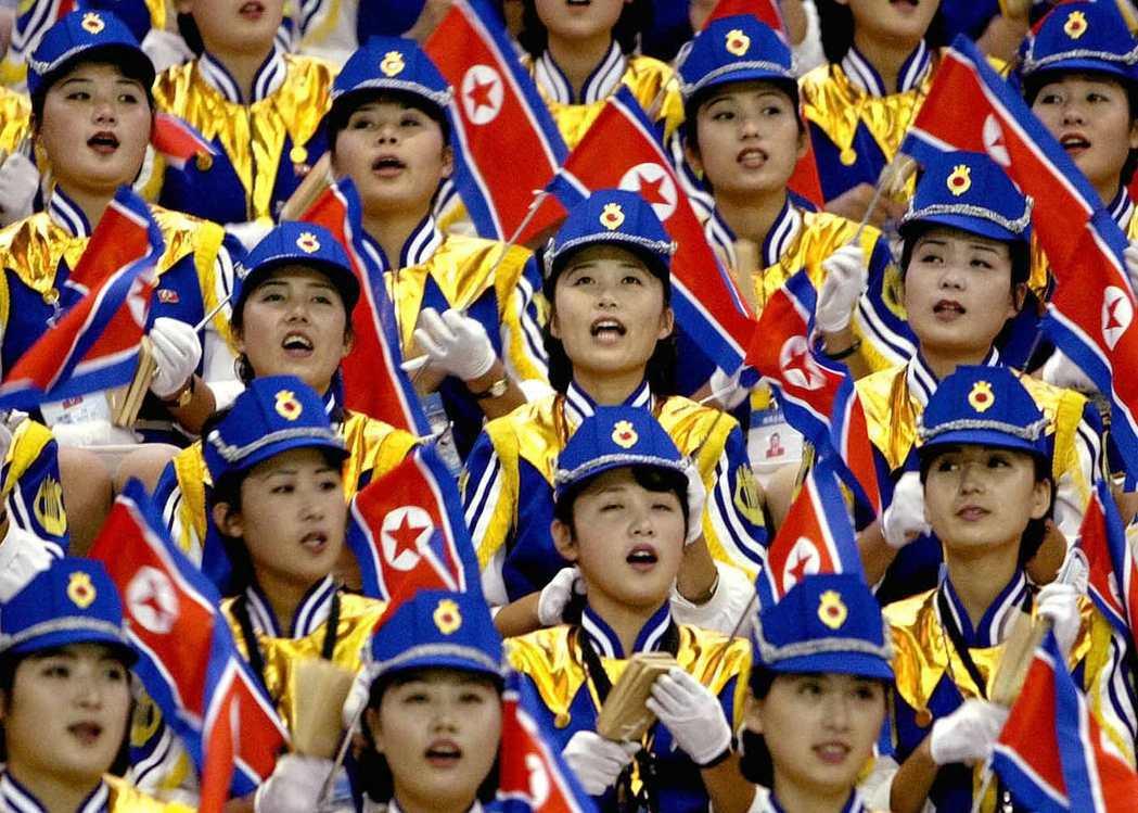 2002年北韓啦啦隊參加南韓釜山亞運。 路透