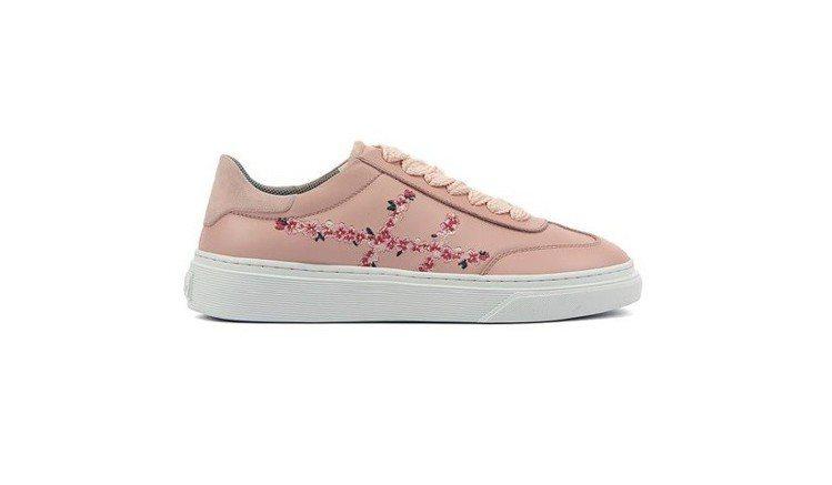 HOGAN H365晨曦粉花朵繡線休閒鞋,15,900元。圖/迪生提供