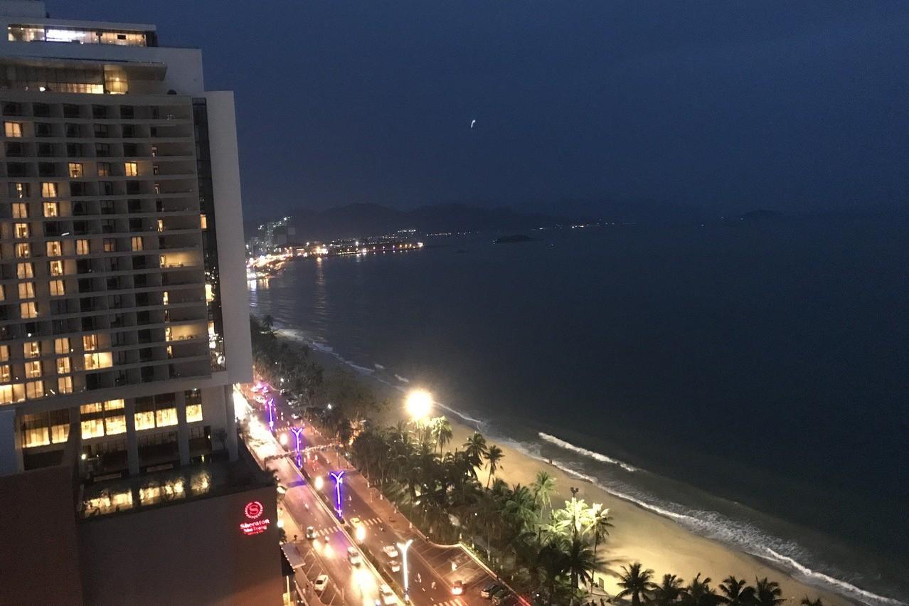 芽莊海灘夜景。 記者黃日暉/攝影