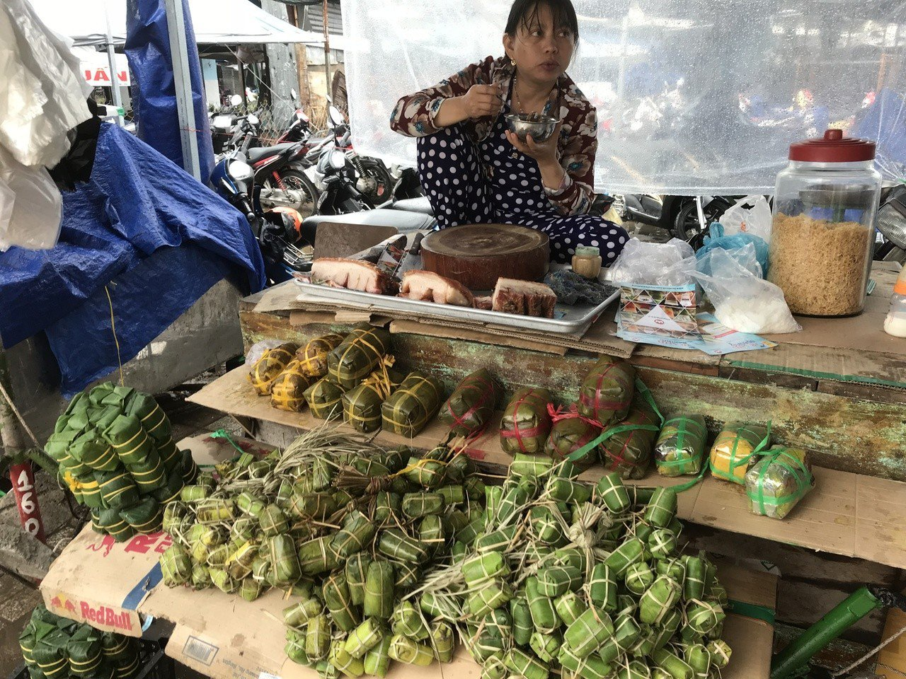 來到芽莊市場一早就可以聽見攤販的叫賣聲。 記者黃日暉/攝影