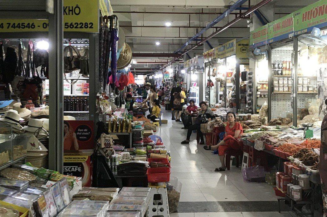 芽莊傳統市場內商品琳朗滿目。 記者黃日暉/攝影