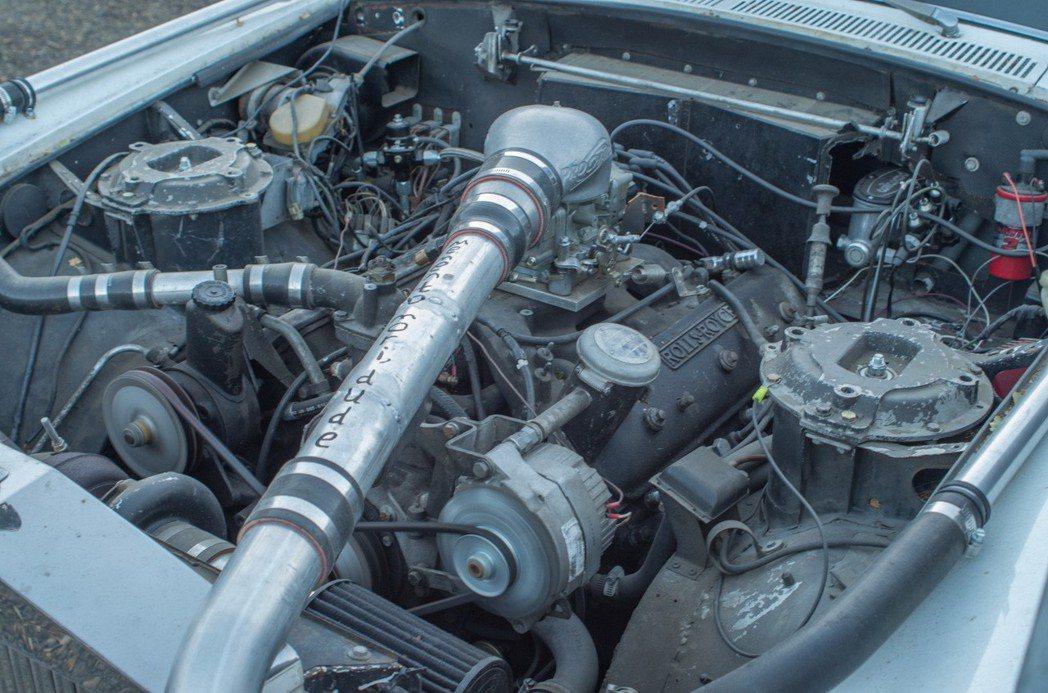 腹內的動力則搭載6.75升的V8雙渦輪引擎,供油系統則是可對應 Holley 化...