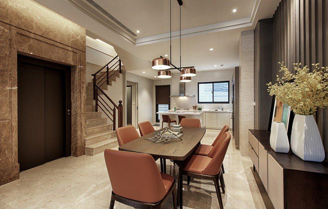 「藏峰9」從客廳地板、樓梯到電梯牆面都採用高級天然石材,大器優雅。 圖片提供/誠...