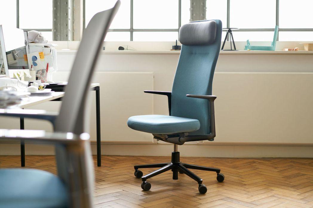 蘋果新總部員工辦公椅「Pacific Chair」特別之處在於設計簡潔,不會從背...