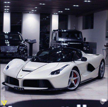 你是否需要輛白色的Ferrari LaFerrari Aperta?