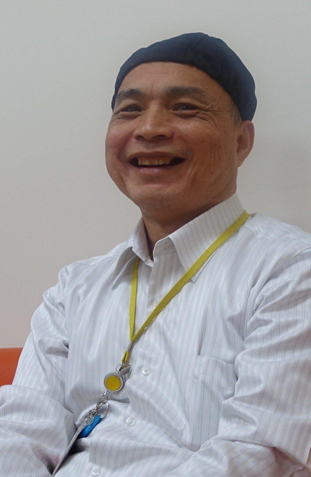 七賢脊椎外科醫院副院長黃燕芬從醫之路走得曲折,「成為病人依靠」的信念支撐著他一路...