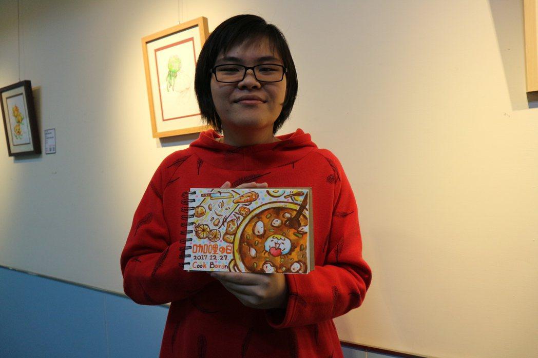 22歲的鍾華瑄從133公斤,成功瘦身到67公斤。圖/台北醫學大學附設醫院提供