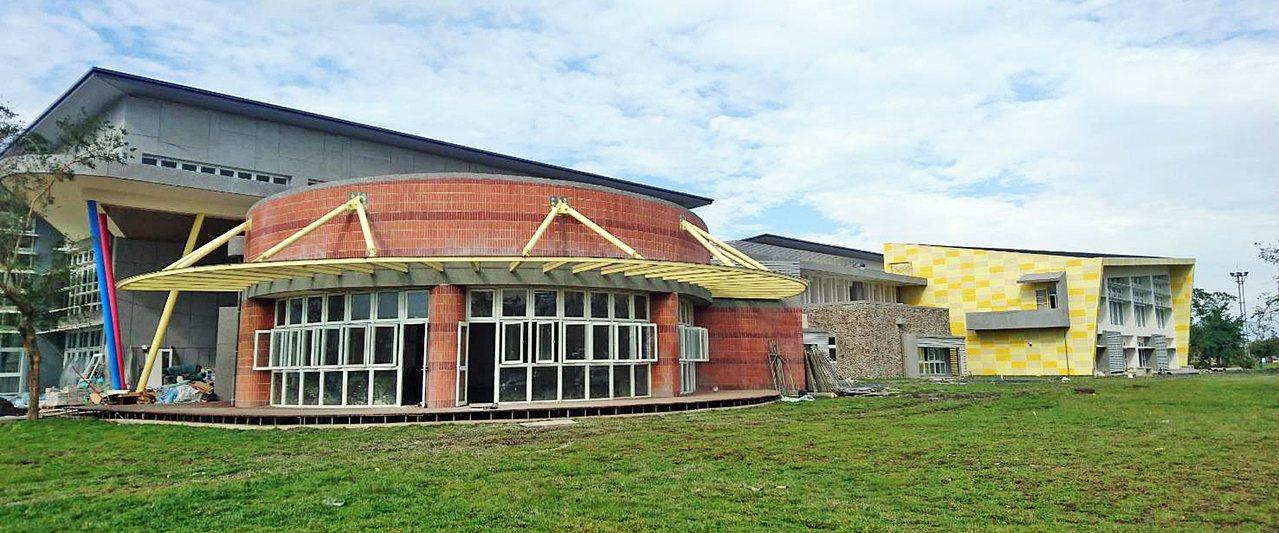 2億多元蓋的宜蘭國民運動中心本月完工,預計今年7月啟用,有室內泳池健身房還有攀岩...