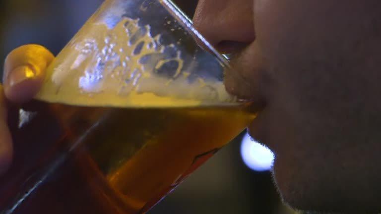 英國劍橋最新研究報告,解釋酒精如何致癌。路透