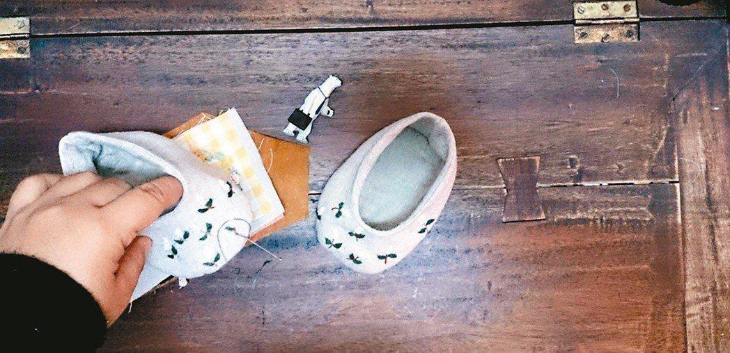 精巧的嬰兒鞋,放著當擺飾也極美。圖/袁朝露提供