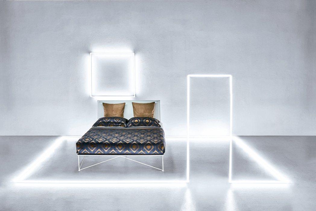 ●奢華璀璨系列 紗染緞織緹花四件式床組,售價:168,000元。 圖/各業者提供