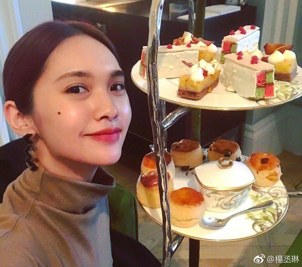 楊丞琳與李榮浩開心到英國度假,卻遇上行李被丟包。 圖/擷自楊丞琳微博