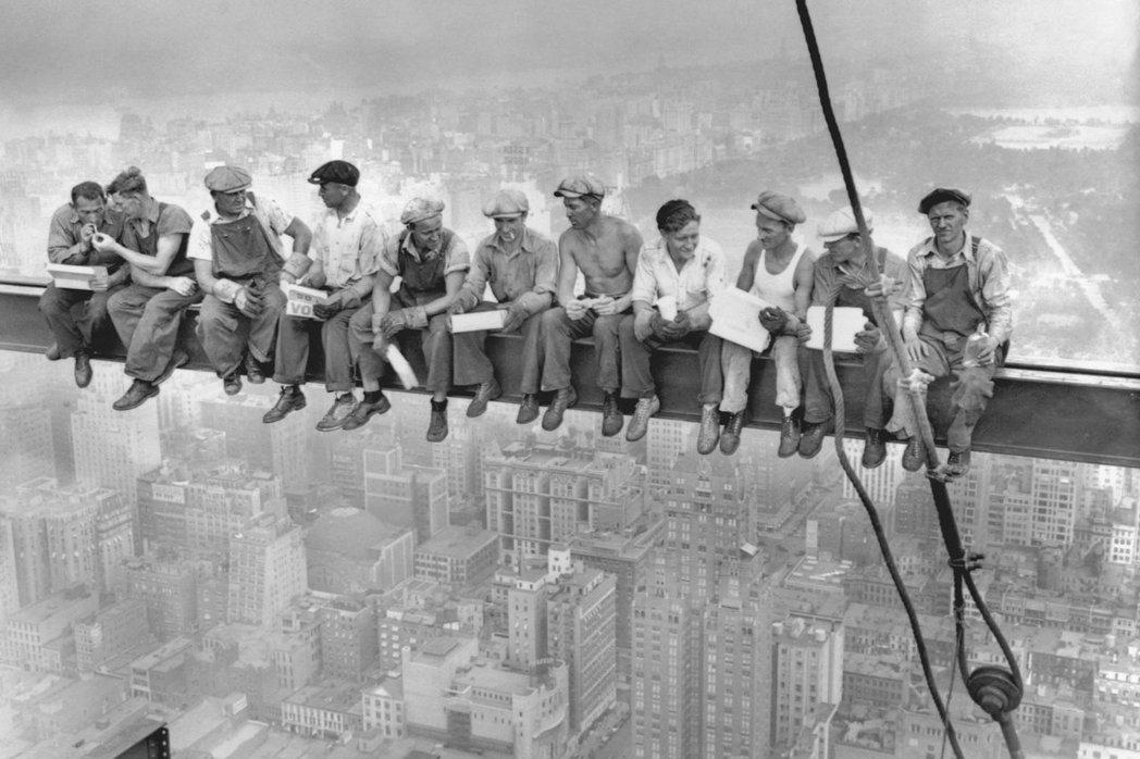 圖為Bettmann Corbis所拍攝的美國極具代表性的勞工照片。 圖/維基共...